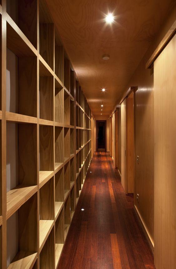 drzwi przesuwne w korytarzu, wąski korytarz