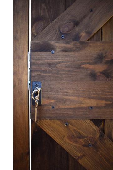 Zamek hakowy do drzwi przesuwnych