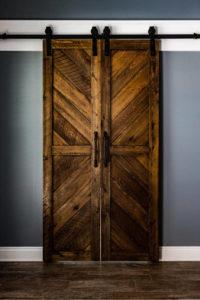 przesuwne drzwi dwuskrzydłowe w wersji do niewielkich pomieszczeń
